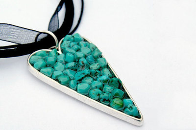 How to make a beaded pendant. Beaded Necklace Designs - Step 3