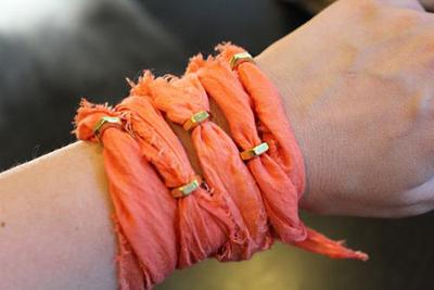 How to make a braided fabric bracelet. Diy Nut Bracelet With Old Dress - Step 5