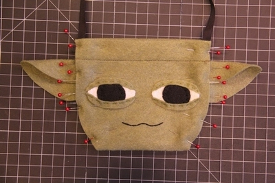How to make a novetly bag. Yoda Bag - Step 5