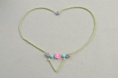 How to make a pearl necklace. Ivory Pearls Necklace Adorned By Flower And Turquoise  - Step 7