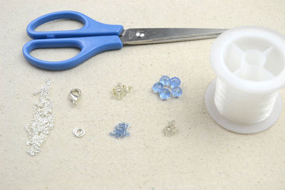 How to make a beaded pendant. Making Bead Necklace Patterns With Glass Beads - Step 1