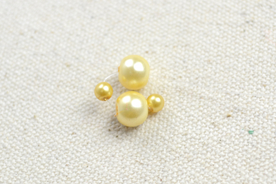 How to make a pearl bracelet. Make Cool Bracelets Out Of Pearl Beads And Organza Ribbon - Step 2