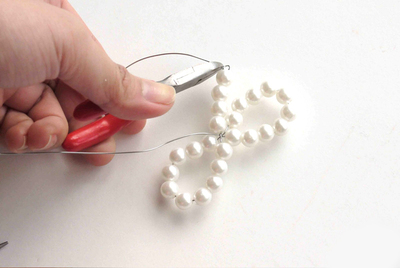 How to make a hair bow. Delicate Pearl Bow Hair Ornaments  - Step 6