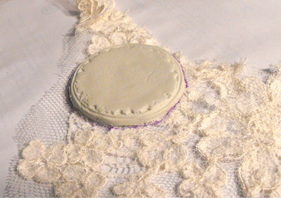 How to make a cameo. Elegant Lace Frame Brooch - Step 3