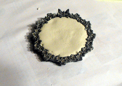 How to make a cameo. Elegant Lace Frame Brooch - Step 2