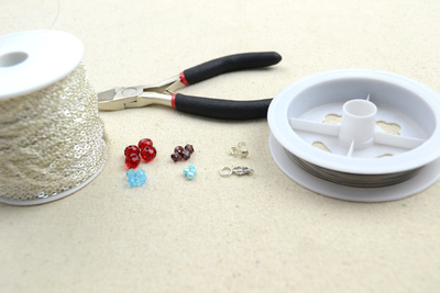 How to make a beaded pendant. Beaded Jewellery Designs An Adorable Necklace With Handmade Charms - Step 1