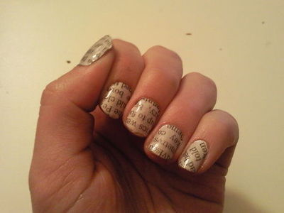 How to paint a magazine / newspaper nail. Newspaper Nails - Step 4
